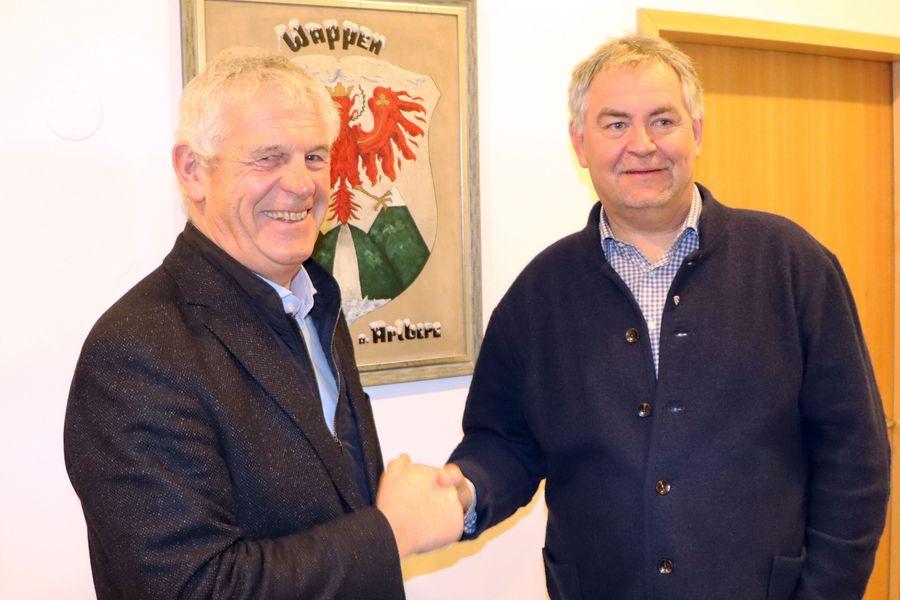 Handshake von Jakob Klimmer und Helmut Mall