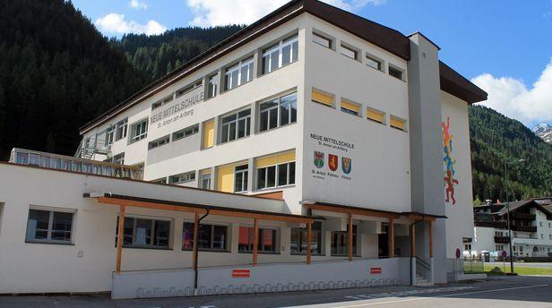 Außenansicht Nord Neue Mittelschule St. Anton