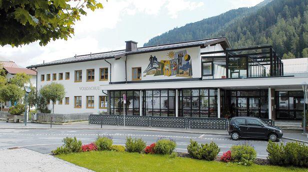 Außenansicht Volksschule St. Anton