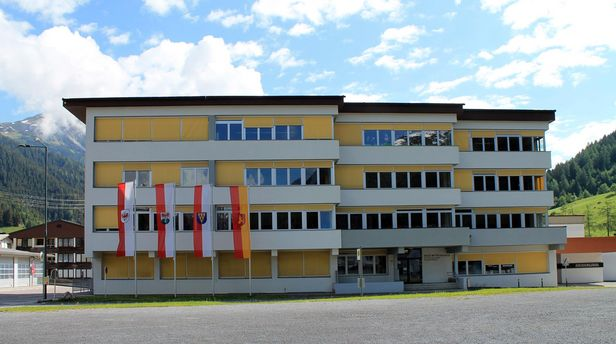 Außenansicht West Neue Mittelschule St. Anton