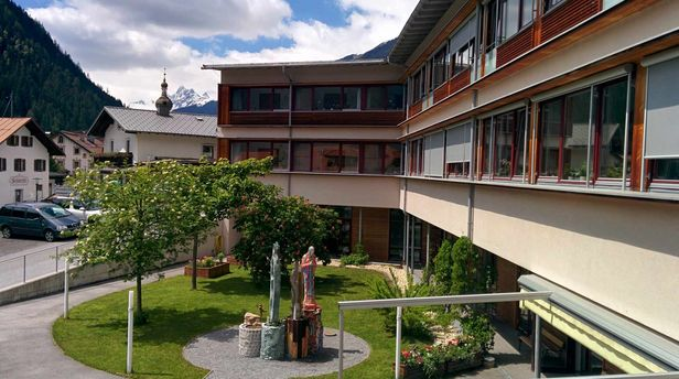 Außenansicht Wohn- und Pflegeheim Oberes Stanzertal